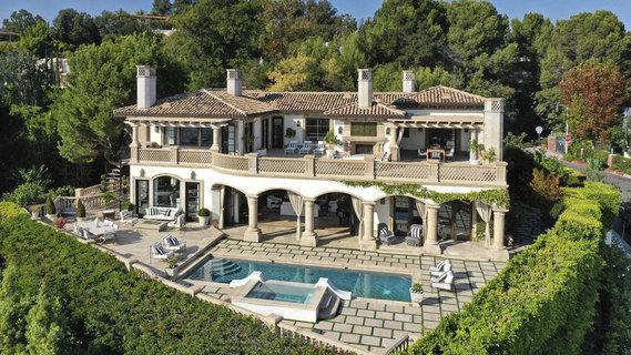 每日豪宅 | 遥望雪山和海滩的洛杉矶高端社区翻新别墅