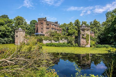 保留地牢、角楼和护城河的英国城堡上市 标价500万英镑
