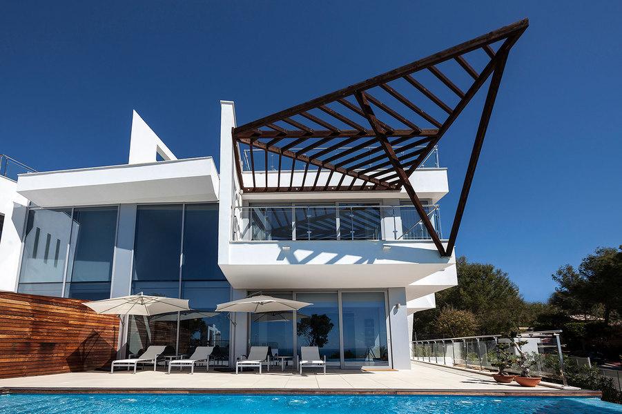 Una propiedad de tres dormitoriosy tres baños en el barrio de Sierra Blanca en Marbella a la venta p