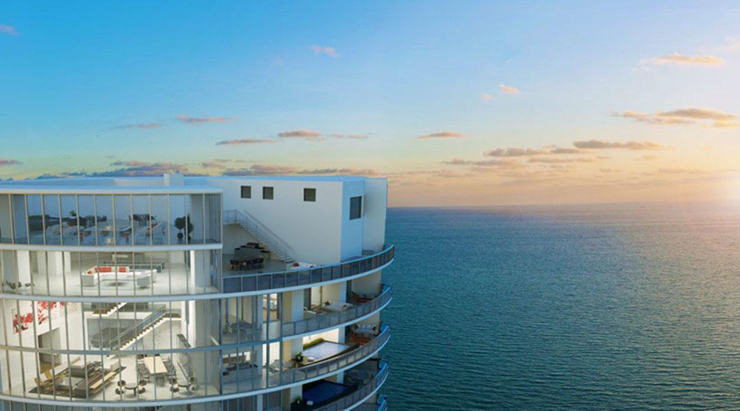 El 'penthouse' de cuatro pisos con dos piscinas privadas en el edificio, llamado Porsche Design Tower