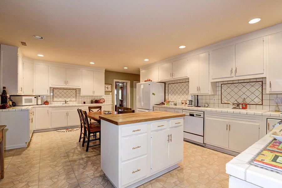 La cocina gourmet de la casa construida en 1963 ha sido modernizada.<br />