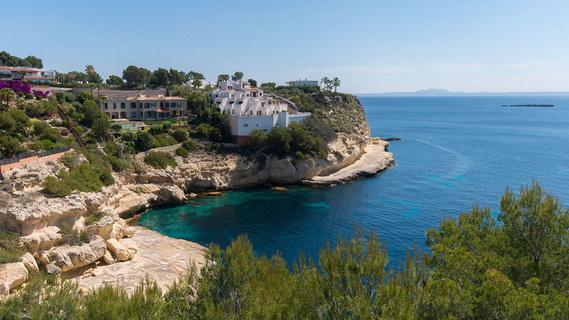 每日豪宅 | 俯瞰地中海美景的马略卡岛崖边大宅