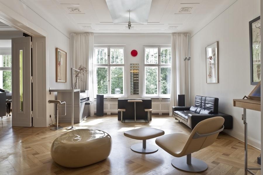 这套位于柏林的四居室公寓售价为276万欧元(合312万美元)。铺有橡木拼花地板。