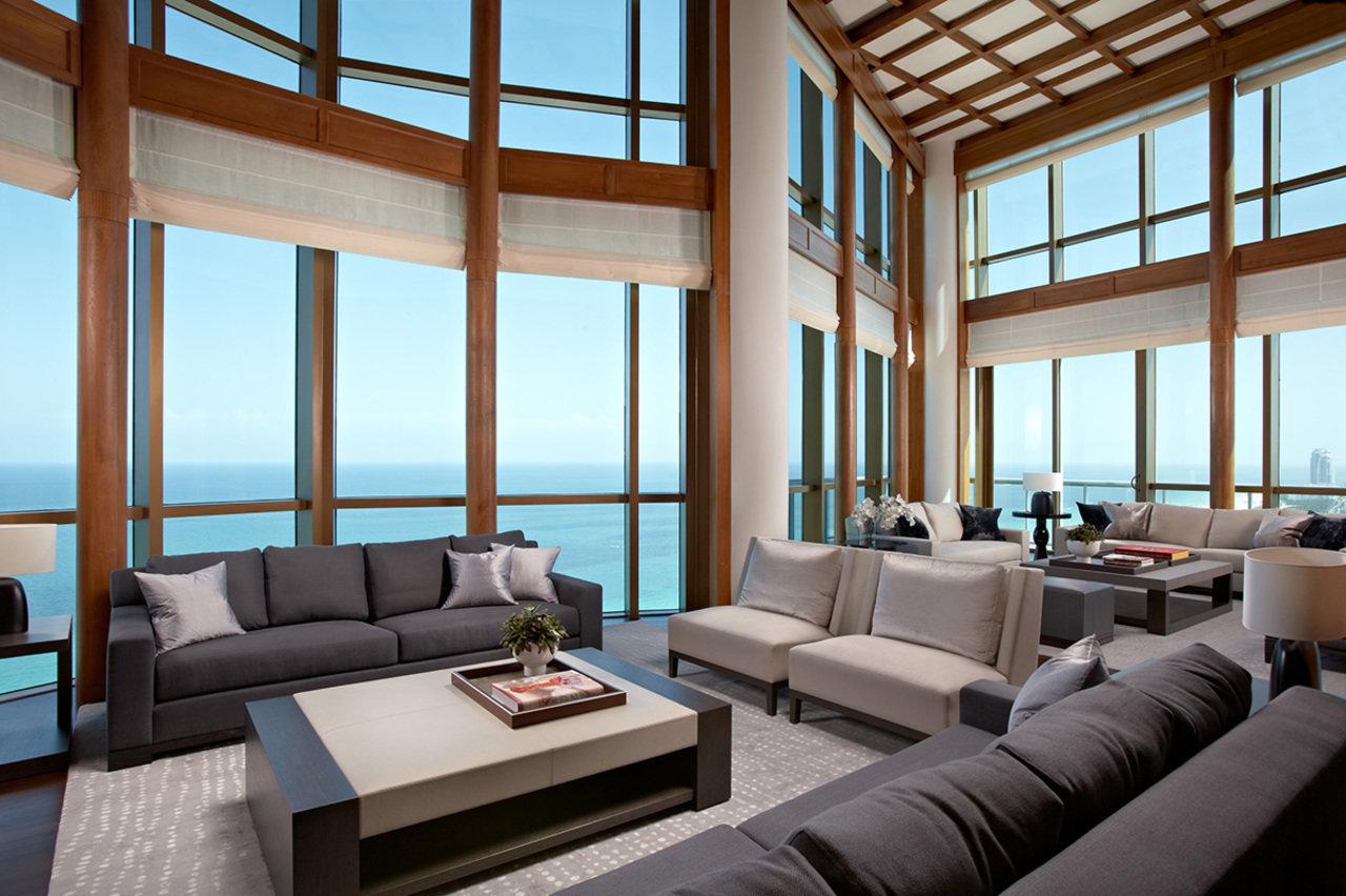 由开发商Marker Construction Group建造,位于佛州罗德代尔堡的一栋豪宅内部。